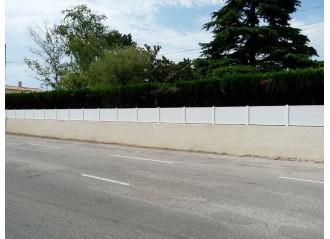 Grande longueur de clôture en PVC blanc modèle Lanister