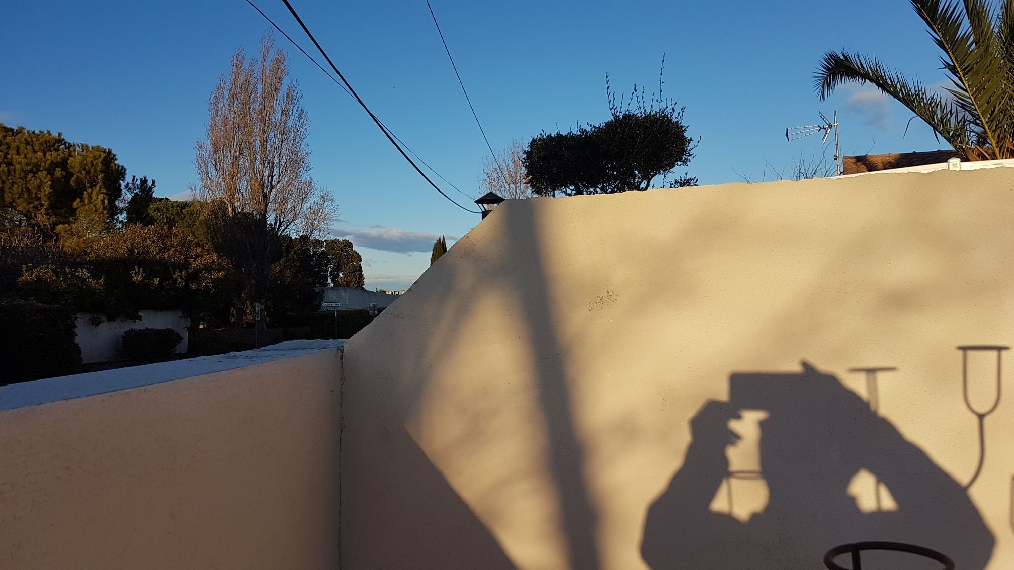 mur avant clôture PVC